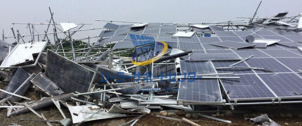 倒壊した太陽光発電所