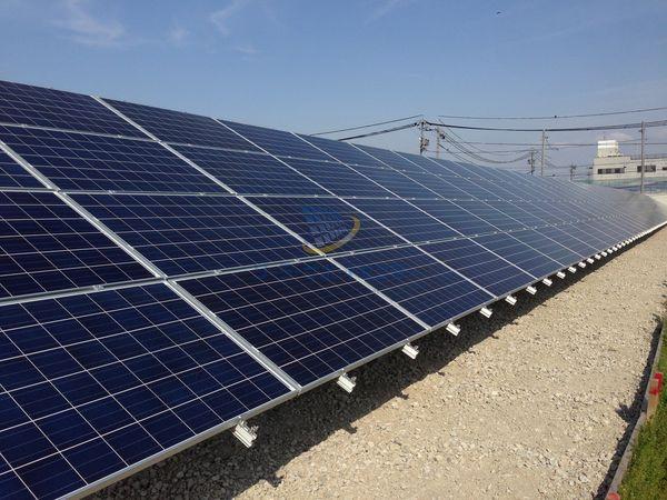 太陽光発電と防草用砕石