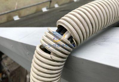 劣化してケーブルを保護できなくなったPD管