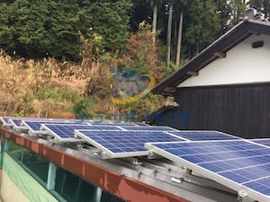 車庫に設置した太陽光発電 八百津町