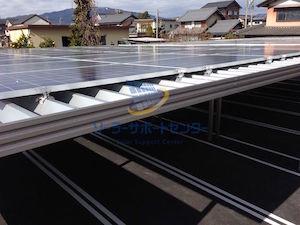車庫上の太陽光パネル