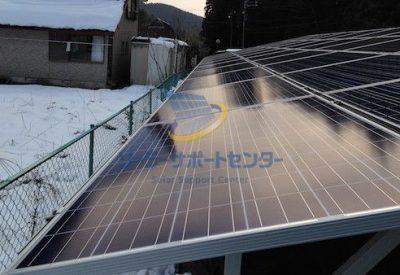 雪下ろし作業後の太陽光パネルの写真