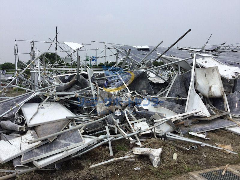 強風で倒壊した太陽光発電