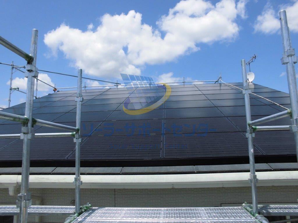 屋根上の太陽光パネル